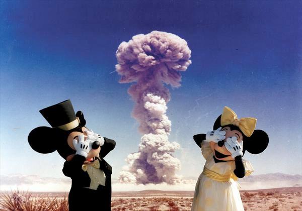 Disneyland Under Attack !